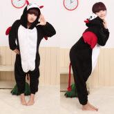 На картинке пижама-кигуруми «Дьявол», вид спереди и сбоку.