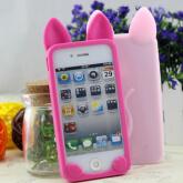 На картинке силиконовый чехол с ушками на айфон 4-4S-5-5S (iPhone), вид спереди и сзади, варианты розовый и ярко-розовый.