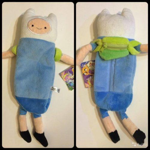 На картинке пенал «Время приключения» (Adventure time), вид спереди и сзади.
