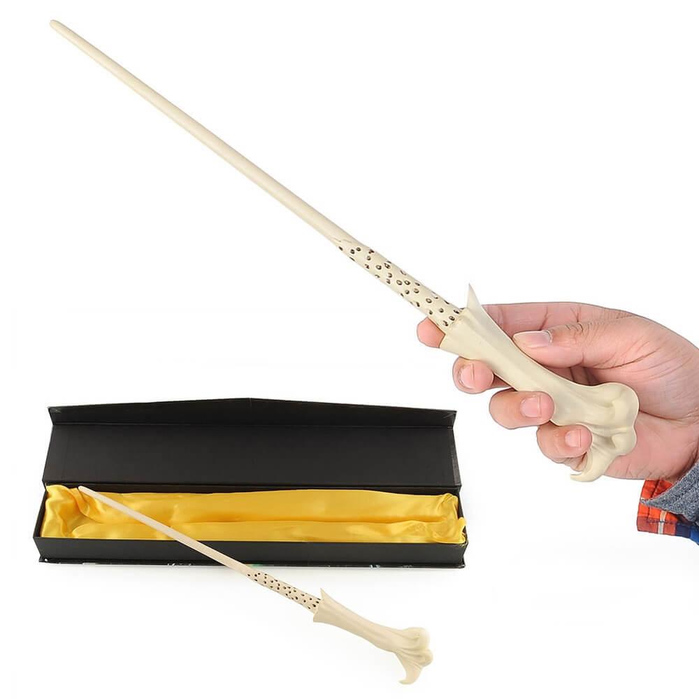 На картинке волшебная палочка Воландеморта из фильма «Гарри Поттер», общий вид.