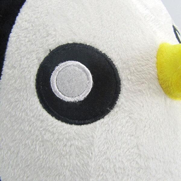 На картинке мягкая игрушка пингвин Гантер (Время приключений) Adventure time, детали.
