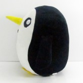На картинке мягкая игрушка пингвин Гантер (Время приключений) Adventure time, вид сбоку.