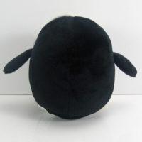 На картинке мягкая игрушка пингвин Гантер (Время приключений) Adventure time, вид сзади.