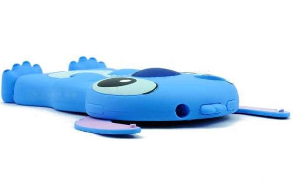 На картинке силиконовый чехол Стич на айфон 4-4S-5-5S (iPhone), детали, цвет голубой.