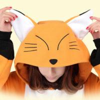 На картинке пижама-кигуруми «Лиса» (3 варианта), детали. вариант Рыжая лиса.