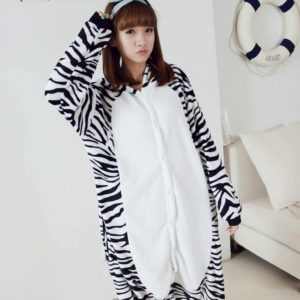 На картинке пижама-кигуруми «Зебра», вид спереди.