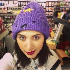 На картинке шапка «Принцесса Пупырка» фиолетовая (Время приключений), общий вид.