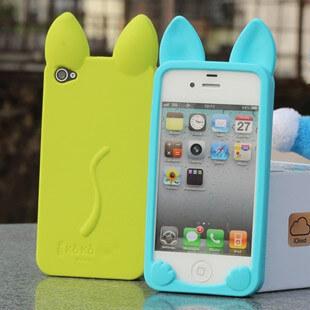 На картинке силиконовый чехол с ушками на айфон 4-4S-5-5S (iPhone), вид спереди и сзади, варианты зеленый и голубой.