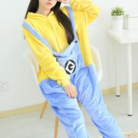 На картинке пижама-кигуруми «Миньон» (Гадкий я), общий вид.