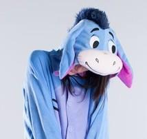 На картинке пижама-кигуруми «Осел Иа» (Disney) Дисней, детали.