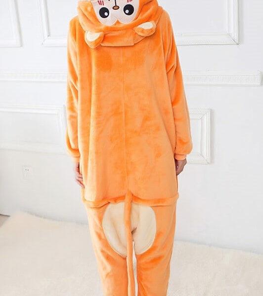 На картинке пижама-кигуруми «Обезьяна» (Обезьянка), вид сзади.