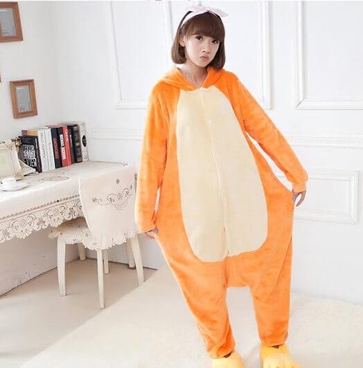 На картинке пижама-кигуруми «Обезьяна» (Обезьянка), вид спереди.