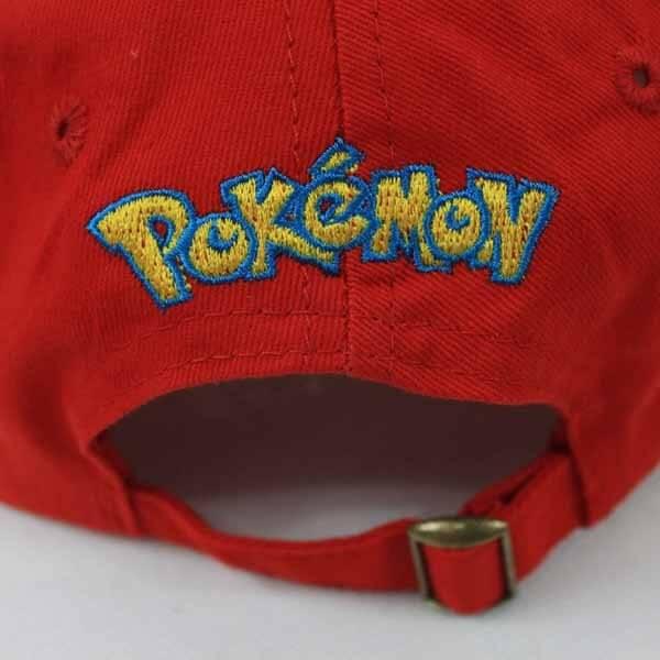 На картинке кепка Эша из Покемонов, вид сзади.