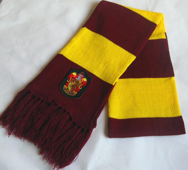На картинке шарф Гриффиндора (Гарри Поттера), общий вид.