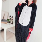 На картинке пижама-кигуруми «Летучая мышь», вид спереди.