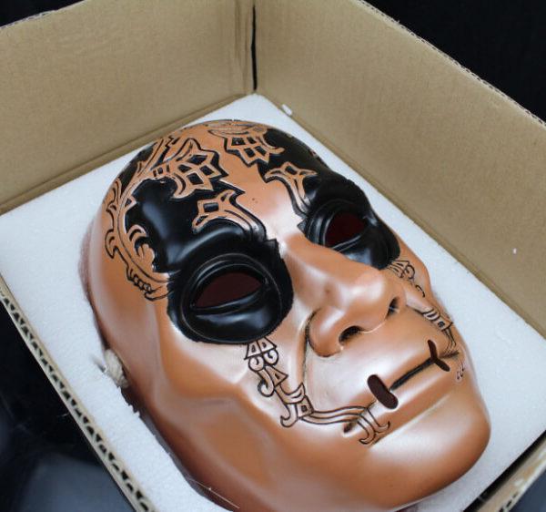На картинке маска Пожирателя смерти (Гарри Поттер), общий вид.