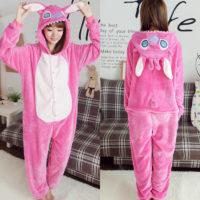 На картинке пижама-кигуруми «Стич» (2 варианта), вид спереди и сзади, цвет розовый.