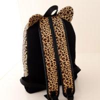 На картинке леопардовый рюкзак с ушками (ушами), вид сзади.
