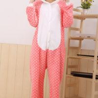 На картинке пижама-кигуруми «Hello kitty» (Хелло китти) 2 варианта, вид спереди, вариант 1.