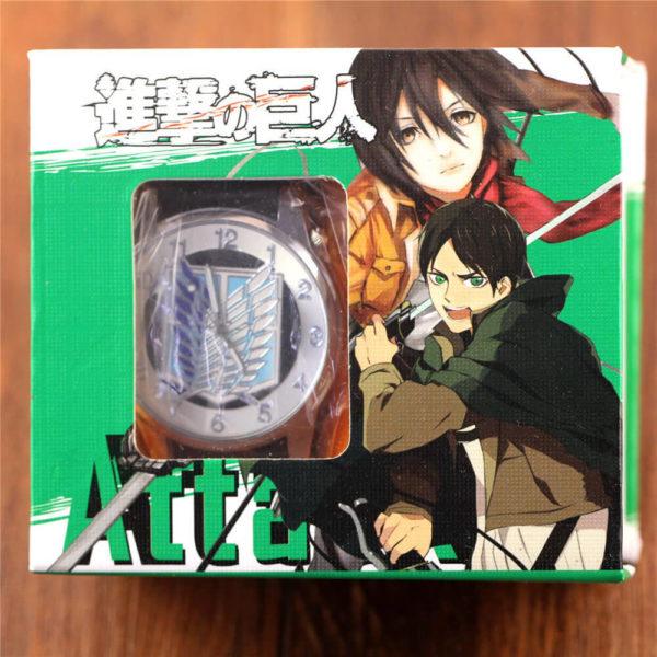 На картинке наручные часы «Атака титанов», в упаковке.