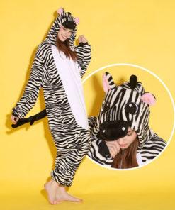 На картинке пижама-кигуруми «Зебра», общий вид.