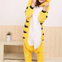 На картинке пижама-кигуруми «Тигр», вид спереди.