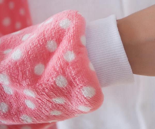 На картинке пижама-кигуруми «Hello kitty» (Хелло китти) 2 варианта, детали, вариант 1.