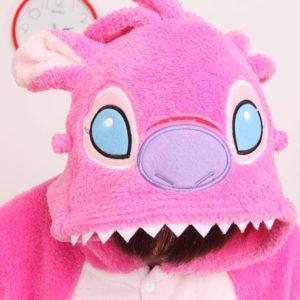 На картинке пижама-кигуруми «Стич» (2 варианта), детали, цвет розовый.