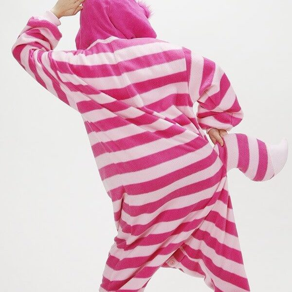 На картинке пижама-кигуруми «Чеширский кот» (Disney) Дисней, вид сзади.