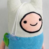 На картинке мягкая игрушка Фин «Время приключений» (Adventure time) 2 варианта, детали.