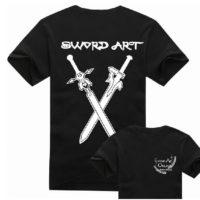 На картинке футболка светящаяся в темноте «Sword Art Online», вид спереди и сзади.