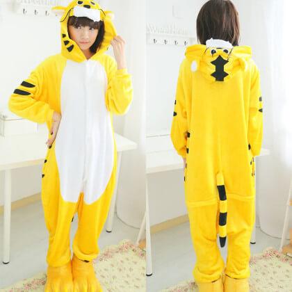 На картинке пижама-кигуруми «Тигр», вид спереди и сзади.