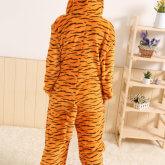На картинке пижама-кигуруми «Тигра» из Винни-Пуха (Disney), вид сзади.