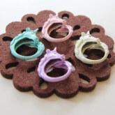 На картинке кольцо «Единорог» (4 цвета), общий вид.