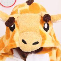 На картинке пижама-кигуруми «Жираф», детали.