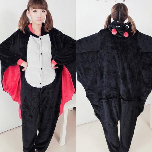 На картинке пижама-кигуруми «Летучая мышь», вид спереди и сзади.