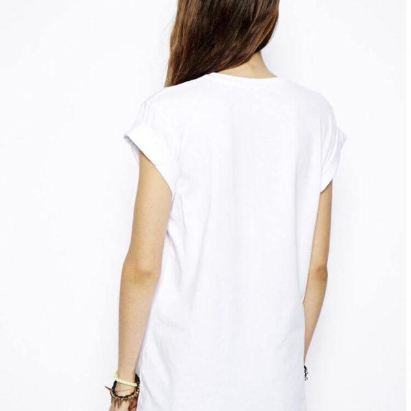 На картинке футболка Хайзенберг (Heisenberg) женская, вид сзади.