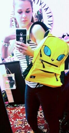На картинке рюкзак кот с ушками (4 цвета), общий вид, цвет желтый.