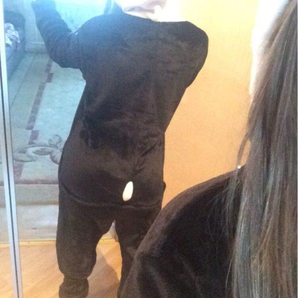 На картинке пижама-кигуруми «Панда», вид сзади.