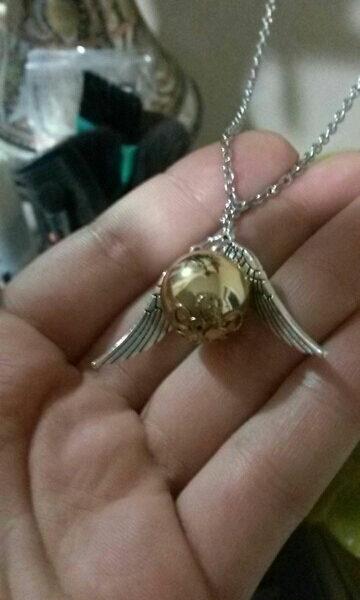 На картинке кулон-подвеска «Снитч» (Гарри Поттер) 2 варианта, вариант Серебряный.