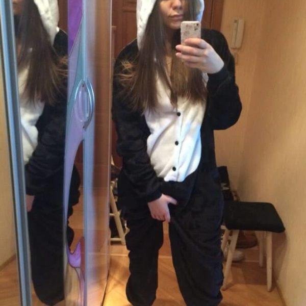 На картинке пижама-кигуруми «Панда», вид спереди.