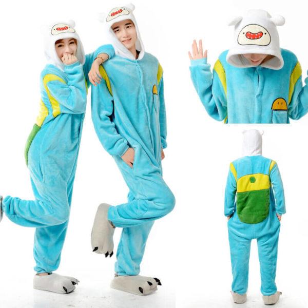 На картинке пижама-кигуруми «Финн» (Время приключений), вид с разных сторон.
