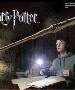 На картинке светящаяся волшебная палочка Гарри Поттера, общий вид.