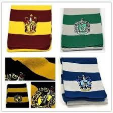 На картинке шарфы факультетов Хогвартса (Гарри Поттер), общий вид.