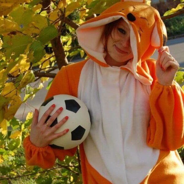 На картинке пижама-кигуруми «Лиса» (3 варианта), вид спереди. вариант Рыжая лиса.
