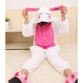 На картинке пижама-кигуруми «Заяц», общий вид.