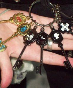 На картинке ключи Люси из «Хвоста феи» (Фейри Тейл) — 4 варианта наборов, общий вид.