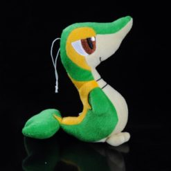 На картинке мягкая игрушка покемон Снайви, вид сбоку.