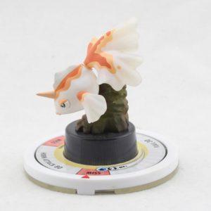 На картинке фигурка покемона Голдина (Покемоны), вид сбоку.