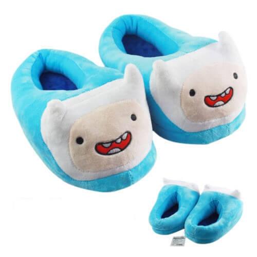 На картинке домашние тапочки игрушка «Время приключений» (Adventure time) 2 варианта, цвет голубой.